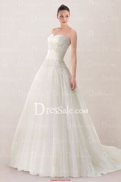 Comely Strapless Sweetheart Princess Tulle Wedding Gown Featuring Lace Applique
