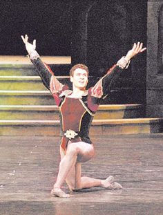 Urlezaga, en lo más alto del ballet europeo Es el primer argentino elegido como Principal Bailarín Invitado del Het National Ballet.