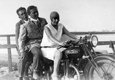 AJS (A. J. Stevens & Co. Ltd.) angol gyártmányú oldalkocsis motorkerékpár.