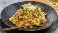 Delicious risotto without the constant stirring! Our one-pot salmon mushroom baked risotto dish is nourishing, easy to prepare and naturally gluten-free. Salmon Recipes, Lunch Recipes, Free Recipes, Italian Rice Dishes, Risotto Dishes, Cooking Risotto, Stuffed Mushrooms, Stuffed Peppers, How To Cook Rice