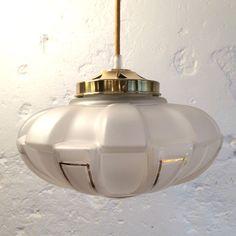 Ancienne tr s grosse lampe applique plafonnier globe vintage en verre opaline - Grosse suspension luminaire ...