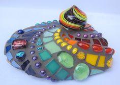 Mosaic Rocks, Stone Mosaic, Mosaic Crafts, Rock Design, Wood Art, Bracelet Watch, Glass Art, Rainbow, Jewels