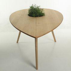 """Philipp von Hase criou a 'Spire', uma """"mesa-planta"""" que foi recentemente mostrada durante o Festival de Design de Londres. Interessante não é? #designversato"""