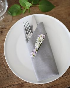 Weddings ripping idea resource 5001692924 - more magical does of wedding notes. Thirsty for additional thrilling tips, stopover the pinned image right now. Wedding Napkin Folding, Paper Napkin Folding, Wedding Napkins, Wedding Paper, Diy Wedding, Summer Wedding, Wedding Guest Table, Wedding Notes, Wedding Place Settings