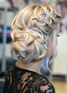 Vintage Hairstyles Updo These Stunning Wedding Hairstyles Are Pure Perfection. Beautiful braids to add a touch of elegance! Wedding Hair Up, Long Hair Wedding Styles, Wedding Hairstyles For Long Hair, Bride Hairstyles, Bridal Hair, Wedding Updo, Holiday Hairstyles, Popular Hairstyles, Hairstyle Ideas