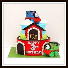 Thomas the Train Cake-gotta do this! Or cupcakes Thomas Birthday Cakes, Thomas Birthday Parties, 1st Bday Cake, Thomas Cakes, Birthday Party Themes, Boy Birthday, Birthday Ideas, Cakes For Boys, Boy Cakes