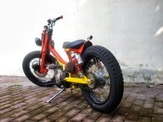 Mad Honda Cub. The new cafe racers?!
