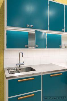 Home Decor Kitchen, Country Kitchen, Kitchen Modular, Vintage Housewife, Retro Home, Furniture Restoration, Retro Design, Simple House, Beautiful Kitchens