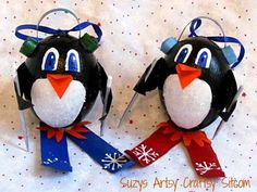 Suzy from Suzy's Artsy Craftsy Sitcom shows us how to make these cute skiing penguin ornaments out of blown eggs and toilet paper tubes. Easy Ornaments, Penguin Ornaments, Wooden Christmas Ornaments, How To Make Ornaments, Bird Ornaments, Christmas Projects, Holiday Crafts, Christmas Ideas, Christmas Stuff