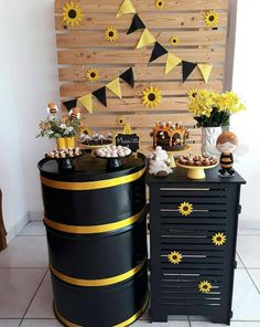 Wedding sunflower centerpieces party favors Ideas for 2019 Sunflower Birthday Parties, Sunflower Party, Sunflower Crafts, Party Decoration, Birthday Decorations, Sunflower Centerpieces, Bee Party, Construction Party, Bee Theme