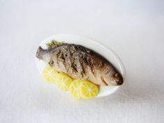 Items similar to Whole Baked Fish In A Platter Served With Lemon Slices - Miniature Ring - Food Miniatures - Dollhouse - Kawaii - Food Jewelry - Polymer Clay on Etsy Lemon Slice, Baked Fish, Miniature Food, Platter, Miniatures, Bread, Fruit, Vegetables, Cake