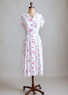 Image from http://cdn.shopify.com/s/files/1/0229/0897/products/1950s_pink_butterflies_cotton_day_dress-001_1024x1024.JPG?v=1406237780.