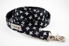 Skull and crossbones dog leash - Perfect for a dog with an edge.