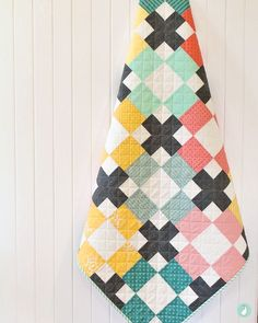 Fun solids quilt - Hopscotch Quilt from the book Modern Quilts Block by Block. Made by Aqua Paisley Studio Patchwork Quilting, Scrappy Quilts, Easy Quilts, Quilting Tips, Quilting Projects, Beginner Quilting, Kid Quilts, Cute Quilts, Star Quilts