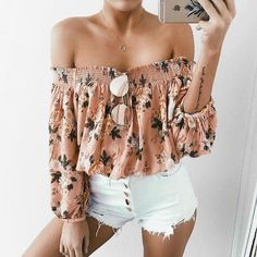 Are you searching for outfits for summer? Look no further in light of the fact that here are the 50 best of the cute summer outfits to wear this summer. Mode Outfits, Short Outfits, Trendy Outfits, Shorts Outfits For Teens, Airport Outfits, Look Fashion, Teen Fashion, Fashion Outfits, Fashion Trends