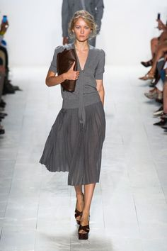 Beautiful transparency and melange texture, looks cool enough to be used by Soft Summer and possibly also True Summer. Michael Kors Spring 2014 Ready-to-Wear Collection Catwalk Fashion, Look Fashion, Spring Fashion, Fashion Show, Fashion Trends, Fashion Models, Mode Style, Style Me, Classic Style