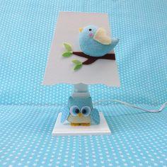 Abajur em MDF decorado com coruja e passarinho em feltro.  Complete a decoração do quarto do seu bebê seguindo o mesmo tema!  Confira no Álbum Coleção Coruja R$ 76,50
