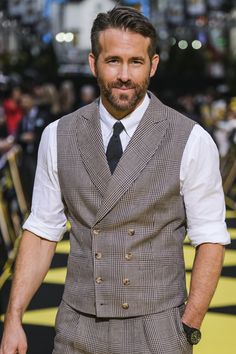 hollywood actor Ryan Reynolds Photos - Actor Ryan Reynolds attends the world premiere of 'Pokemon Detective Pikachu' on April 2019 in Tokyo, Japan. - 'Pokemon: Detective Pikachu' W Ryan Reynolds House, Ryan Reynolds Hair, Ryan Reynolds Style, Hollywood Actor, Hollywood Celebrities, Men Celebrities, Celebs, Hollywood Actresses, Stan Lee