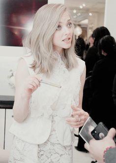 I loooove her hair super light like this.