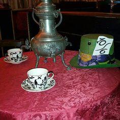 #doriangrayrestaurant #noviligure #victorian #steampunk #alicenelpaesedellemeraviglie #cappellaio matto #lewiscarroll