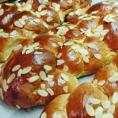Greek Sweets, Greek Desserts, Greek Recipes, Easter Recipes, Brunch Recipes, Cooking Cake, Cooking Recipes, Tsoureki Recipe, Baking Business