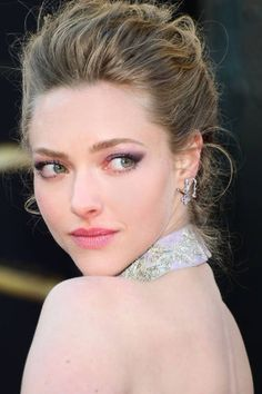 Amanda Seyfried's perfect complexion came alive with highlighter and subtle blush #Oscars