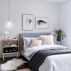 Escolha a dedo cada objeto decorativo do quarto com decoração simples