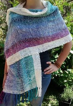 tejidos a telar maria - Buscar con Google Pin Weaving, Weaving Art, Loom Weaving, Tapestry Weaving, Weaving Designs, Weaving Projects, Types Of Weaving, Textiles, Knitting Wool