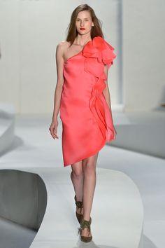 To amando os vestidos de festa da Tufi Duek! Cor vibrante, corte elegante e minimalista.