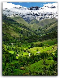 Seeing is believing ...  Valle del Pisueña – Cantabria – España  El norte de España cuenta sin duda con paisajes maravillosos, algunos ni parecen ser reales...  The north of Spain counts with some of the most beautiful landscapes in Europe, some places are just unbelievable like this one in Cantabria.