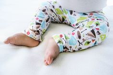 Canadian-made apparel to match your Nuggles Cloth Diapers - Baby Leggings for cloth diapers #clothdiapers