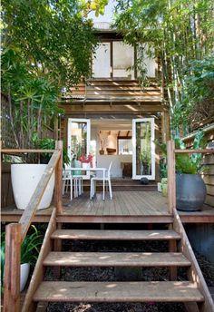【奥行きと広がり】両端の屋外スペースと2つの階段 | 住宅デザイン