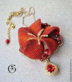 """Купить Брошь-кулон """"Открывающий клады"""" - ярко-красный, цветок папоротника, Красный цветок, лето"""
