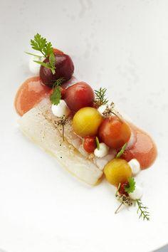 Recepten - Mi-cuit van rode poon met tomatencoulis, minitomaat, paprikapuree en verse kruiden