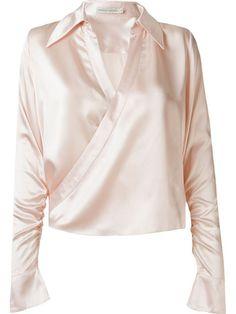 Compre Martha Medeiros Camisa de seda em Martha Medeiros from the world's best independent boutiques at farfetch.com. Compre em 400 boutiques em um único endereço.