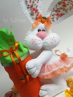 Felt Crafts, Easter Crafts, Decor Crafts, Diy And Crafts, Sewing Stuffed Animals, Holiday Fun, Holiday Decor, Sock Dolls, Felt Art