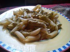 Jeder hat doch ein Lieblingsnudelgericht, mit ihrem Mittagessen hat Savanna schon ziemlich gut meinen Geschmack getroffen: Nudeln mit Pesto-Sahnesoße