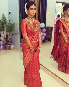 Hindu Wedding Makeup Work In Kerala 💅💅💅💅💄💄💄💄 wedding saree Kerala Hindu Bride, Kerala Wedding Saree, Bridal Sarees South Indian, Bridal Silk Saree, Wedding Sari, South Indian Bride, Bridal Lehenga, Wedding Makeup, Tamil Wedding