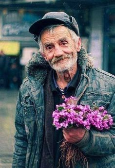 People who are less wealthy but not poor give more to those who live in poverty then those who are rich . We all need to come together to make a change . Great Quotes, Quotes To Live By, Love Quotes, Sad Sayings, Sweet Sayings, Badass Quotes, Quote Of The Week, Faith In Humanity, Humanity Quotes