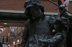 Afbeeldingsresultaat voor www.kunst buiten levend standbeeld