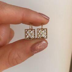 Gold jewelry Sets Unique - Dainty Gold jewelry Outfit - - - Rose Gold jewelry For Men - Real Gold jewelry Set Jewelry Design Earrings, Gold Earrings Designs, Jewelry Accessories, Small Earrings, Jewellery, Pearl Jewelry, Drop Earrings, Princess Cut Diamond Earrings, Diamond Earrings Indian