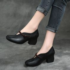 Need advice and tips on ladies boots and shoes. Cute Shoes Flats, Women's Lace Up Shoes, Oxford Shoes Outfit, Casual Shoes, Flat Shoes, Shoes Boots Combat, Shoe Boots, Medium Heel Shoes, Business Shoes