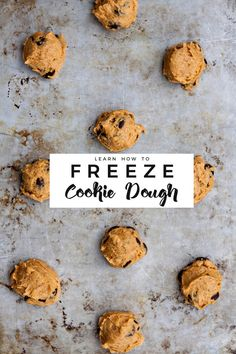 Cookie dough freezes extremely well and is the perfect sweet treat to keep stashed in your freezer to instantly satisfy those sweet tooth cravings. Here's how to freeze cookie dough and bake it later. Freezer Cookie Dough, Freezer Cookies, Cookie Dough Recipes, Baking Recipes, Dessert Recipes, Baking Tips, Breakfast Recipes, Tolle Desserts, Baking School