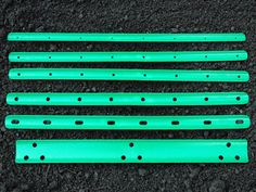 Six-piece kit takes the guesswork out of seed spacing. 23 green plastic troughs offer several spacing options for different size seeds, from beans to radishes.