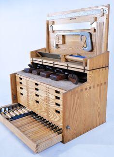 pixels - Garage Werkstatt - Welcome Crafts Woodshop Tools, Woodworking Tool Cabinet, Woodworking Shop Layout, Woodworking Hand Tools, Router Woodworking, Woodworking Workshop, Old Tool Boxes, Wood Tool Box, Wooden Tool Boxes
