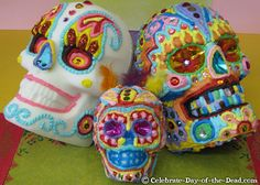 Making sugar skulls is a fun way to celebrate Mexico's Day of the Dead. Learn how to make a life-size sugar skull in this detailed step-by-step demo. Sugar Skull Images, Sugar Skulls, Colorful Skulls, Art Classroom, Samhain, Low Key, Halloween Treats, Favorite Holiday, Painted Rocks
