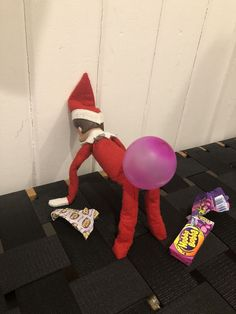 20 Funny Elf On The Shelf Ideas Elf Bubble Gum Butt Idea - 20 Funny Elf On The Shelf Ideas<br> Lots of Funny Elf on The Shelf Ideas to give your kids a good giggle! These are all not only hilarious but pretty simple to do as well. Christmas Elf, All Things Christmas, Christmas Ideas For Him, Snoopy Christmas, Christmas Carol, L Elf, Awesome Elf On The Shelf Ideas, Elf Ideas Easy, Elf Is Back Ideas