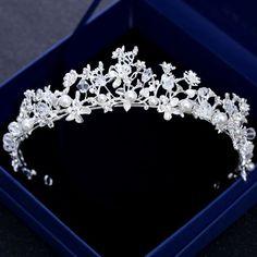 Wedding Tiara Veil, Wedding Tiara Hairstyles, Bride Tiara, Wedding Tiaras, Bride Hairstyles, Sweet 16 Crowns, Princess Diana Tiara, Birthday Tiara, Flower Tiara