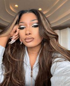 via GIPHY Baddie Hairstyles, Black Girls Hairstyles, School Hairstyles, Lace Front Wigs, Lace Wigs, Black Girl Makeup Natural, Natural Makeup, Body Wave Hair, Doja Cat