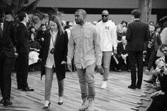 Kanye West arrivant au défilé Céline automne-hiver 2014-2015 http://www.vogue.fr/mode/inspirations/diaporama/fashion-week-paris-les-coulisses-automne-hiver-2014-2015-jour-6-fw2014/17807/image/978414#!kanye-west-arrivant-au-defile-celine-automne-hiver-2014-2015